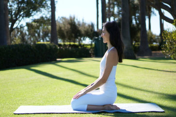 How To Do The Virasana? What Are Its Benefits? Precautions To Be Taken