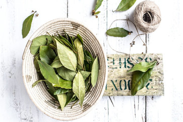 Bay Leaf (Tej Patta) Benefits & 8 Reasons Why You Should Use It