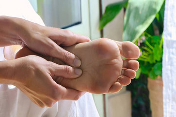 7 Reasons Why You Should Massage Your Feet Before Going To bed?
