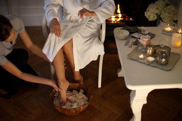 How To Massage Feet Reflexology? The Padabhyanga Ayurvedic Foot Massage